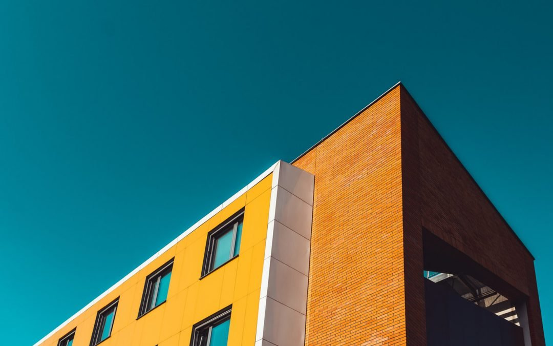 Image of the top right corner of a multifamily building