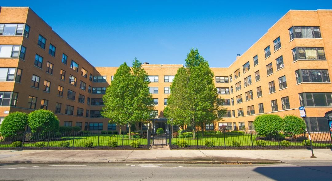 Image of 7500 South Shore Drive courtyard